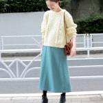 冬の服装♡白に合う色×水色コーデ|デニム・ニット・コートなど