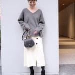 冬の服装♡白に合う色×グレーコーデ ニット・スカート・コート